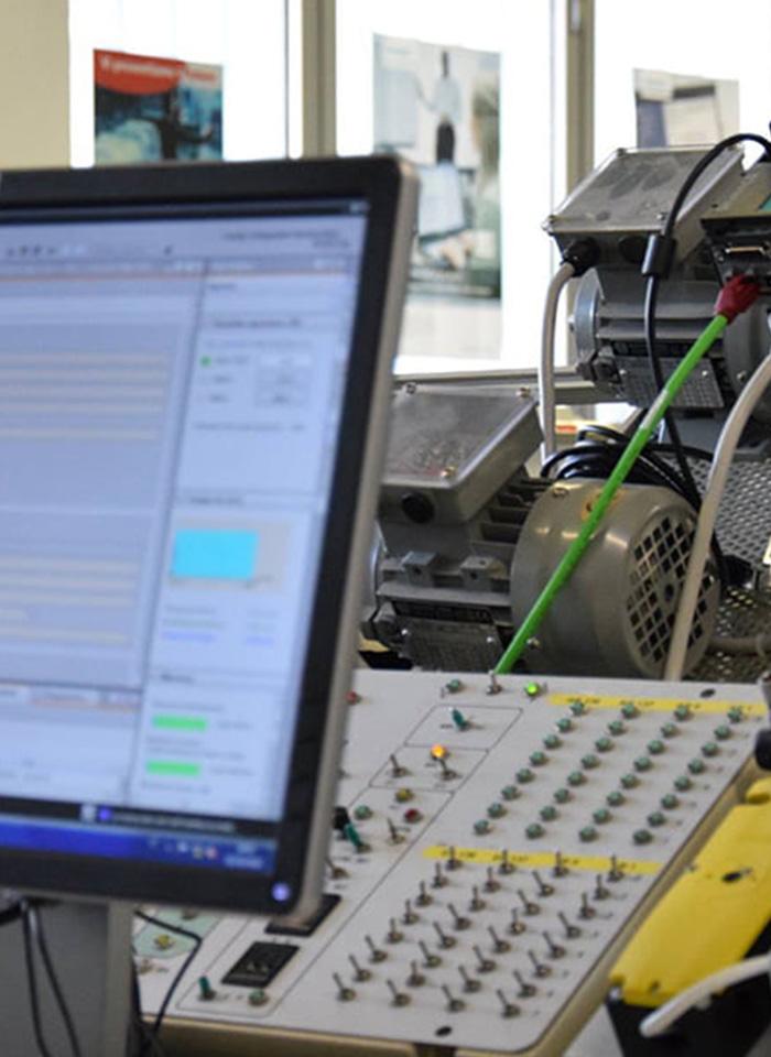 scuola-qualifica-elettro-laboratorio-01