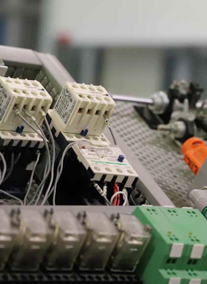 scuola-qualifica-elettro-laboratorio-03